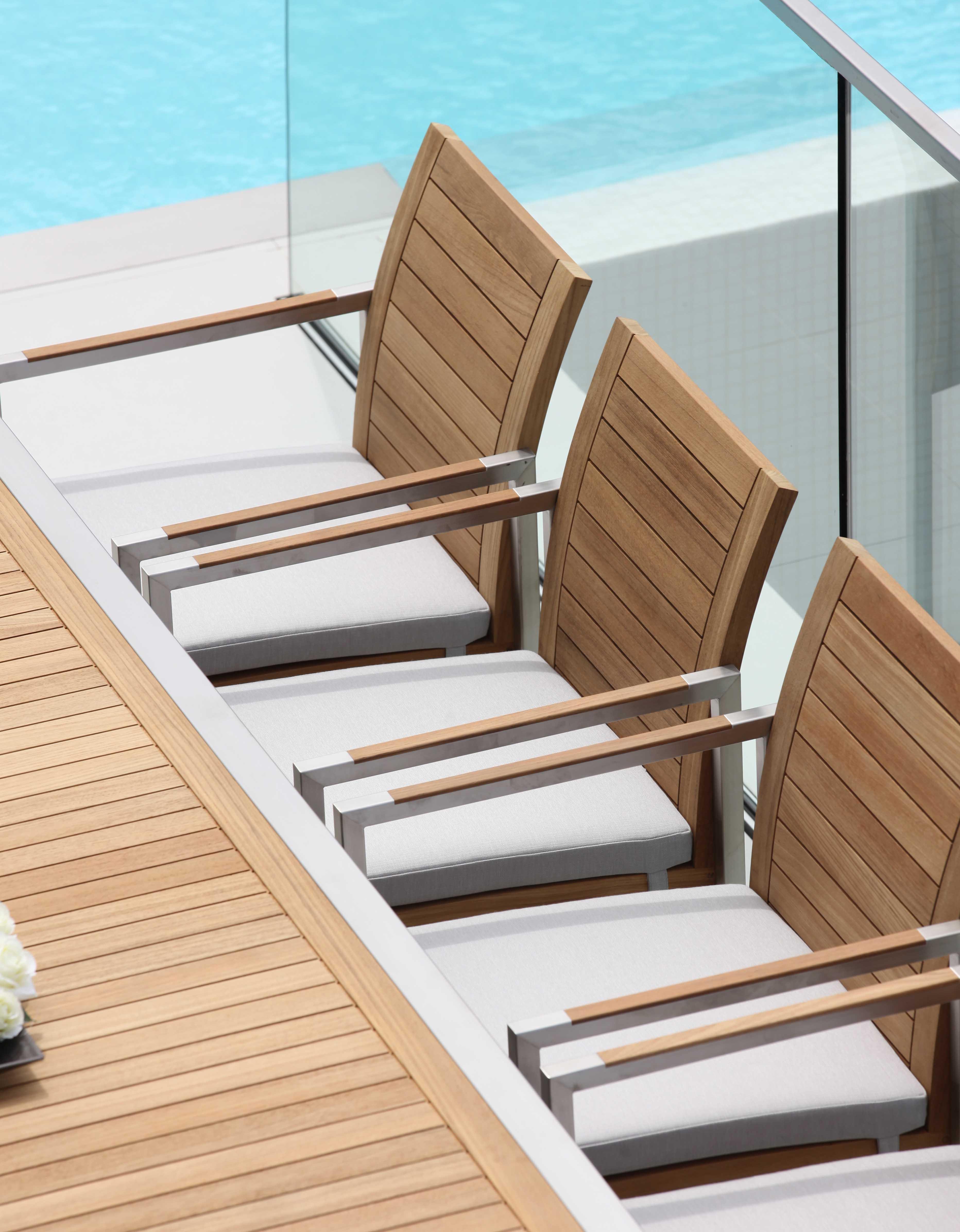 jetzt wieder bei tendenza f rth gartenm bel von royal botania. Black Bedroom Furniture Sets. Home Design Ideas