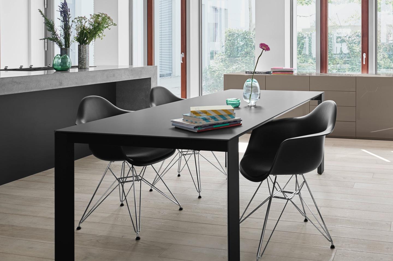 in unserer ausstellung in f rth der tisch soma von kettnaker. Black Bedroom Furniture Sets. Home Design Ideas