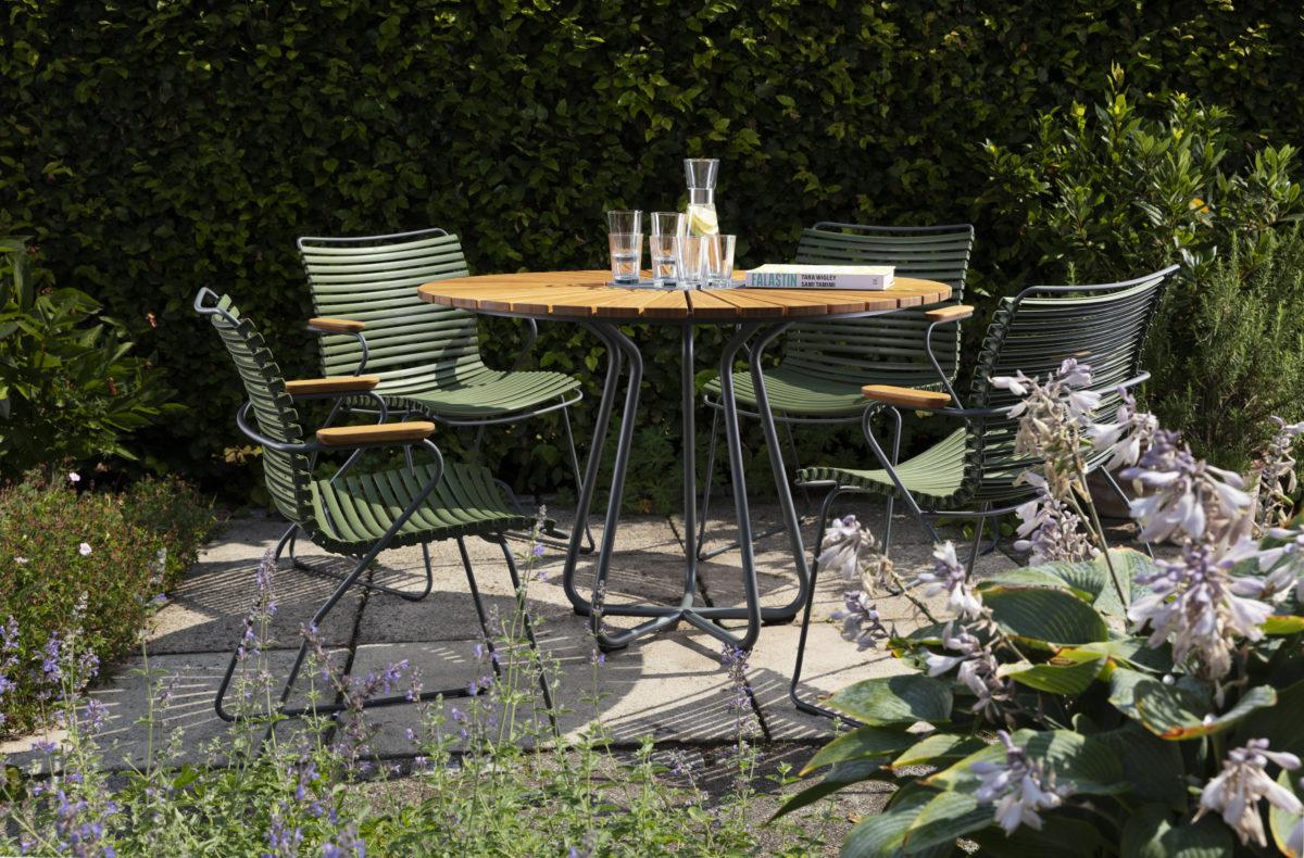 Outdoor Tisch ZIRCLE und Stuhl RECLIPS Der Firma HOUE