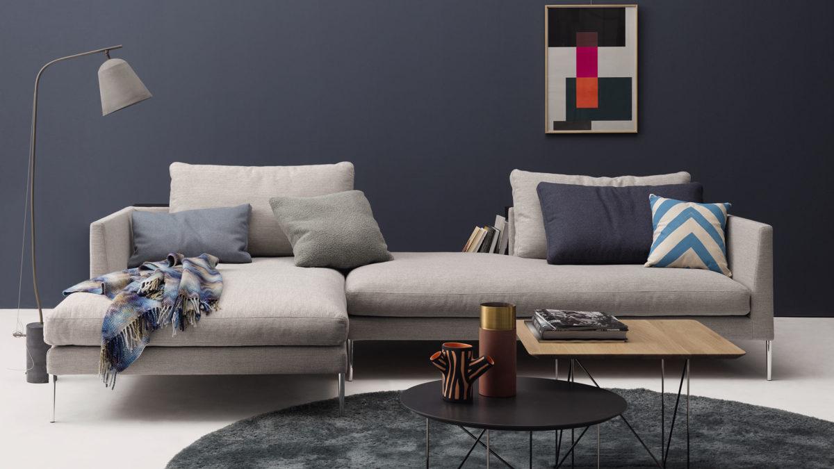 Sofa Pilotis Der Firma COR Stoff Grau Füße in Chrom