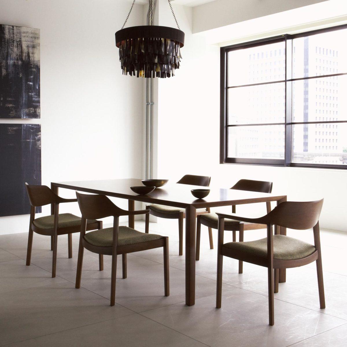 Tisch, Stuhl WING Massivholz Eiche, Nussbaum Der Firma CONDE HOUSE