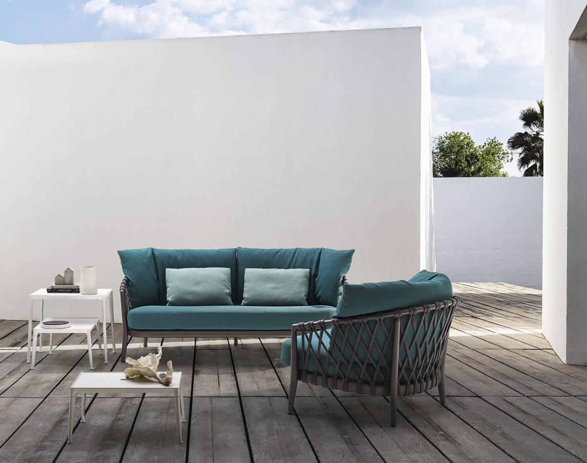 Outdoor-Sofa, Sessel ERICA , Couchtisch MIRTO OUTDOOR Der Firma B&B ITALIA
