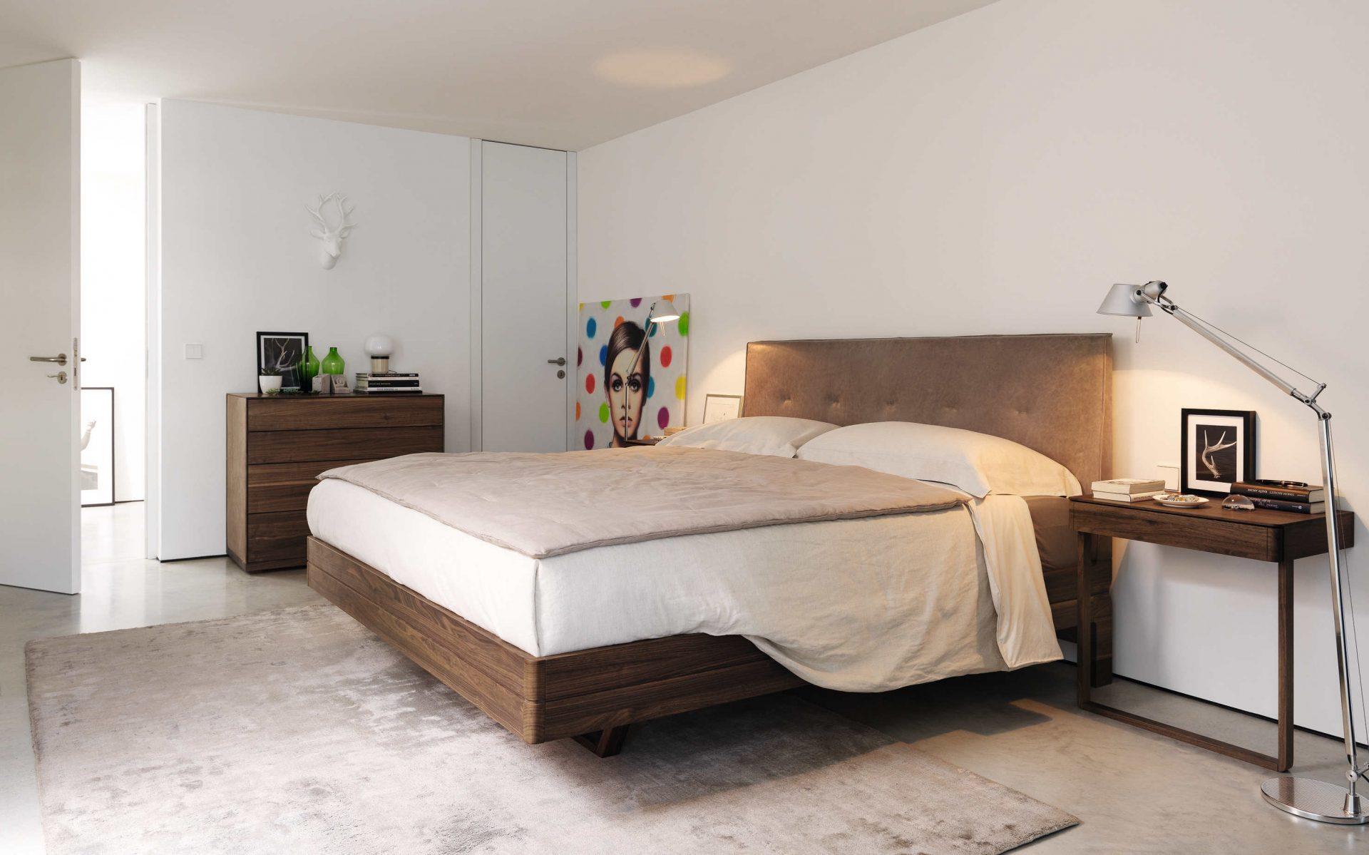 schlafen wie auf wolke sieben im bett float von team7. Black Bedroom Furniture Sets. Home Design Ideas