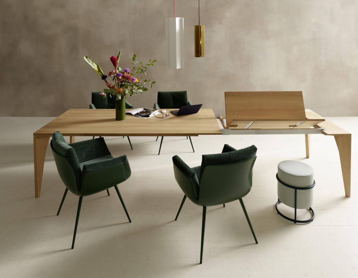 DELTA Massivholzesstisch ohne-, und mit 1 Auszug. ALVO Stuhl auf Metallrohrgestell. Der Firma COR