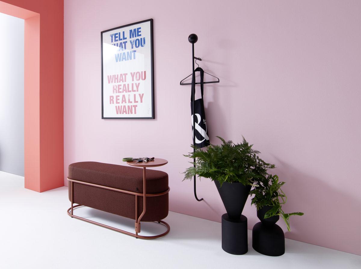 DROP Bank Stapelbare und Anbautisch MDF Tischplatte in COR Lack-, Pulverlackfarben oder Massivholz mit Metallgestell. Der Firma COR