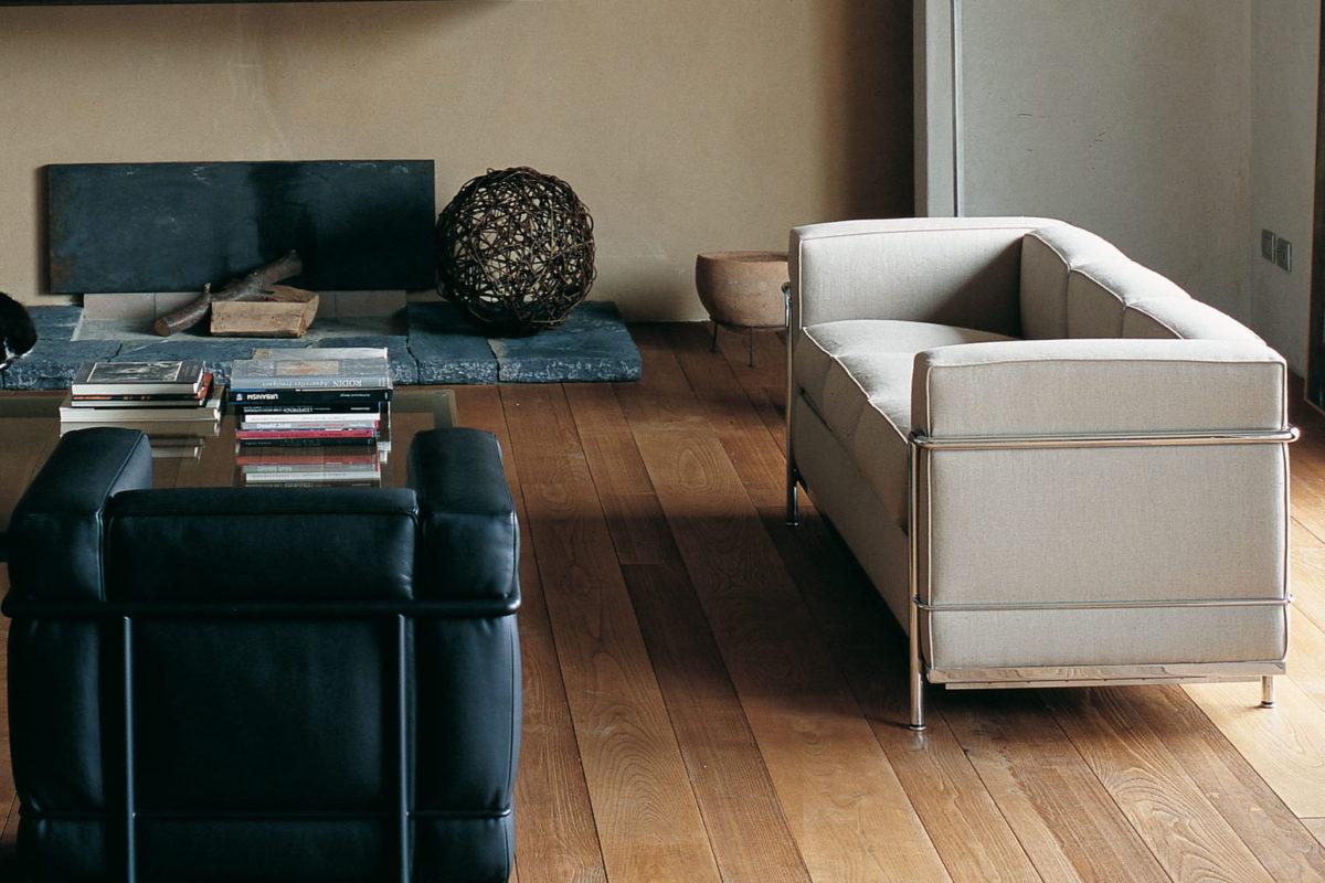 Stuhl LC1, Sessel LC2, Sofa LC3,  Chaiselongue LC4 Le Corbusier Beistelltisch LC10-p Der Firma Cassina