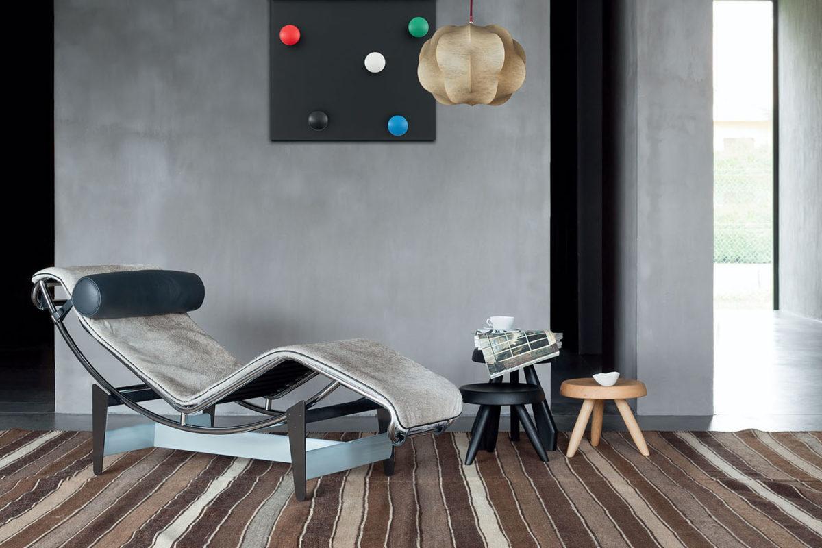 Stuhl LC1, Sessel LC2, Sofa LC3,  Chaiselongue LC4 Le Corbusier Beistelltisch Tabouret Meribel Beistelltisch Tabouret Berger Der Firma Cassina