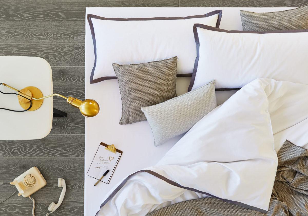 Decode by Luiz Bettwäsche Satin, Style One und Criss cross, Decke und Kissenbezug, Farbe: 600 silver/800 chocolate von Luiz