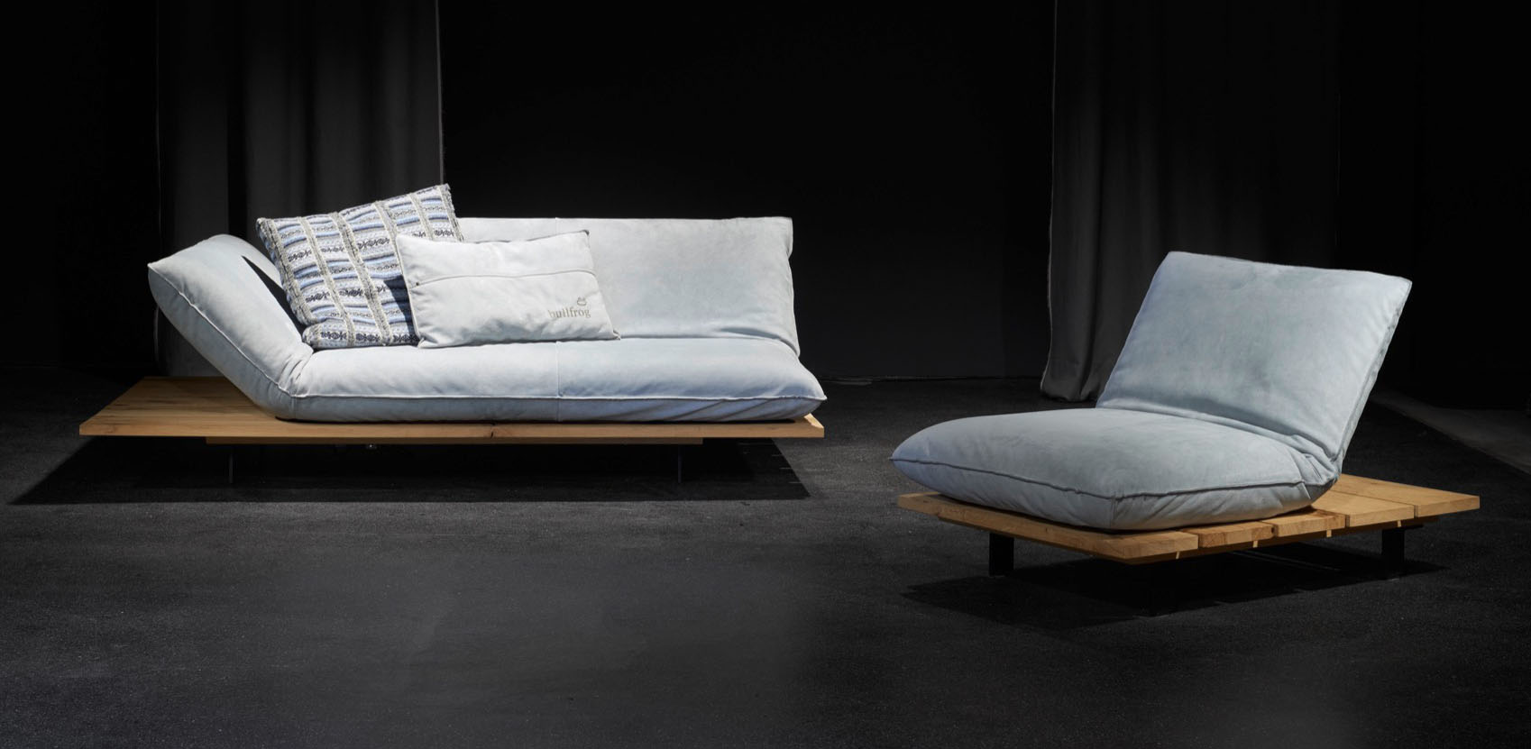 das clevere sofa akito von bullfrog. Black Bedroom Furniture Sets. Home Design Ideas