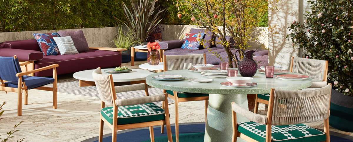 Outdoor  Stuhl 533 DORON HOTEL OUTDOOR Sofa 478 SAIL OUT DIVANO Tisch 478 SAIL OUT TAVOLINO Der Firma Cassina