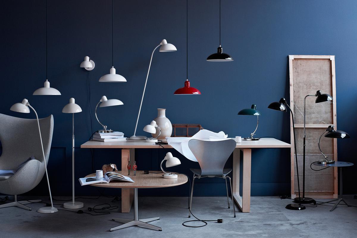Couchtisch SUPERCIRCULAR, Tisch ESSAY, Beleuchtung KEISER IDEL, Stuhl SERIES7, loungesessel EGG Der Firma Fritz Hansen
